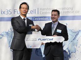 Hyundai livre les 2 premiers ix35 à hydrogène français