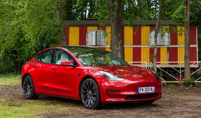 Tesla Model 3 restylée : best-seller amélioré - Salon Caradisiac Électrique/hybrides 2021