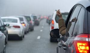 Une élue propose de rendre obligatoire les cendriers dans les voitures
