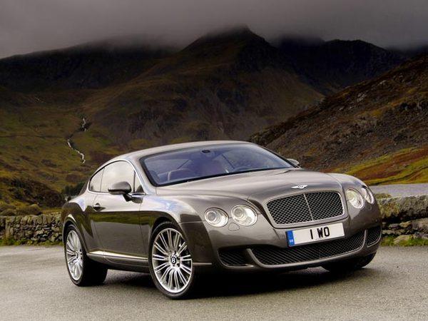 Bentley envisage de produire une rivale de la Porsche Panamera