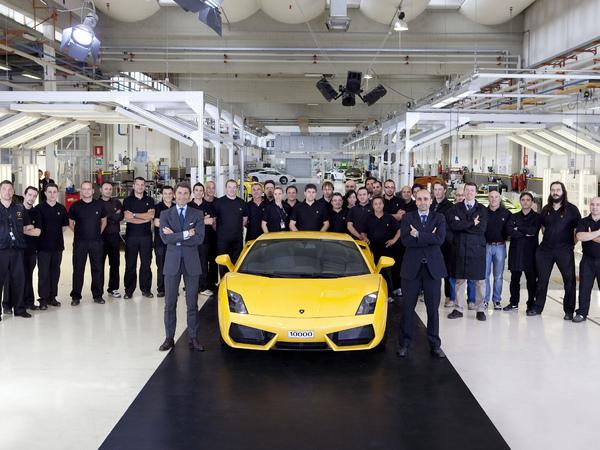 La Lamborghini Gallardo n° 10.000 sort de l'usine