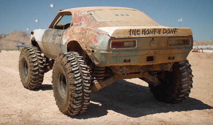 Une ancienne Camaro transformée en monster-truck