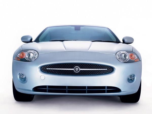 Jaguar annonce la fin de la bouche ovale. Mais pas seulement
