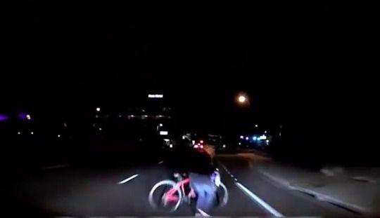 Voiture autonome Uber:la vidéo de l'accident qui a fait un mort
