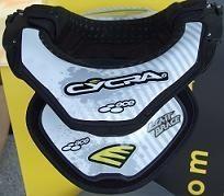 Moto Evasion a exposé ses protections cervicales Leatt Brace au GP de France