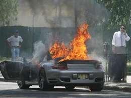 Combustion spontanée : au tour de la Porsche 911 Turbo
