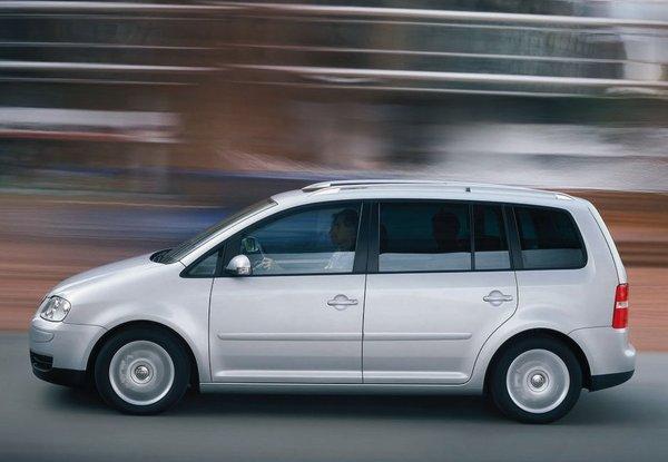 Volkswagen-Touran-40205.jpg
