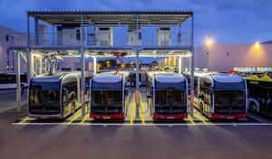 Mercedes recharge ses bus électriques par pantographe