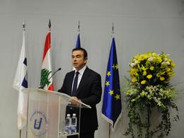 Jean-Marc Ayrault va recevoir MM. Ghosn et Schweitzer