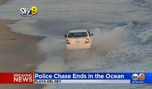 Il abandonne sa voiture volée sur la plage avant de s'échapper à la nage