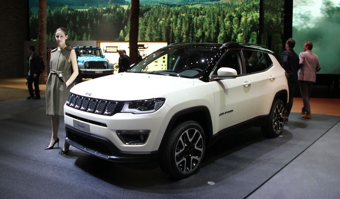 jeep compass baby grand cherokee vid o en direct du salon de gen ve 2017. Black Bedroom Furniture Sets. Home Design Ideas