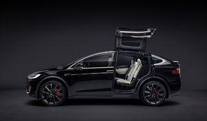 La police bâloise délaisse la Mercedes Classe E SW au profit du Tesla Model X