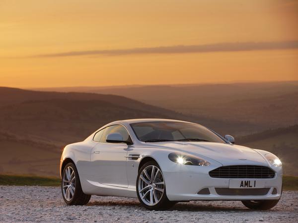 Aston Martin DB9 : le restylage est officiel