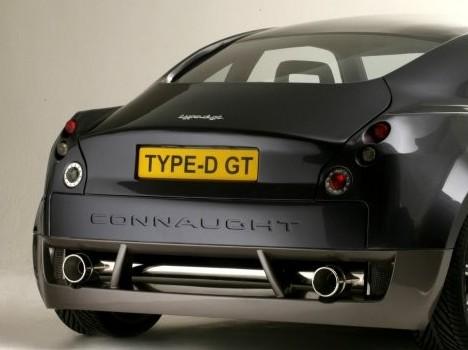 (Minuit chicanes) La nouvelle Aston Martin V12 Zagato vue de l'arrière...