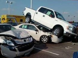 Il détruit trois voitures en en essayant  une chez un concessionnaire