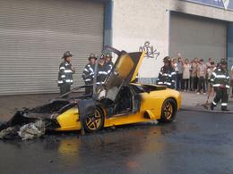 Dur : une Lamborghini Murcielago part en fumée à cause d'un lecteur DVD défectueux