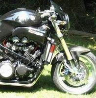 Croisement improbable entre une Yamaha Vmax et une Ducati Monster