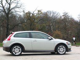 Les Volvo C30, S40 et V50 au rappel : roues arrière baladeuses !