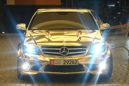 Mercedes C63 AMG full chrome, le (mauvais) goût du chic