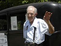 À 84 ans, il conduit toujours...sa première voiture !