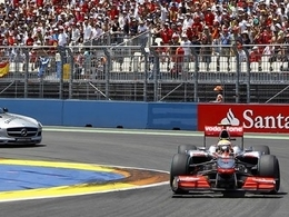 Lewis Hamilton tacle Fernando Alonso