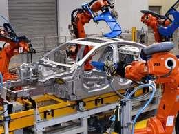 Les premières Jaguar XE de Solihull sortent des chaînes