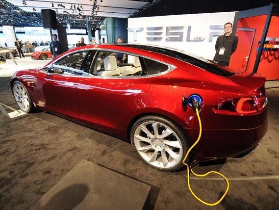 tesla ouvre un service center parisien et d ploie son. Black Bedroom Furniture Sets. Home Design Ideas