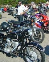 SRC (Sunday Ride Classic): la moto à la rencontre de l'auto devant un Ricard