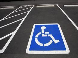 Lyon : un handicapé harcelé de PV... pour stationnement sur une place qui lui est réservée