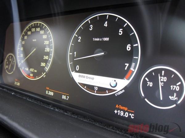 BMW développe un combiné d'instrumentation LCD