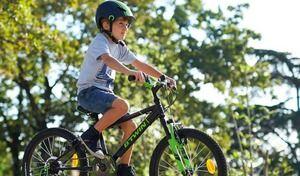 Vélo: le port du casque devient obligatoire pour les enfants