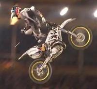 """Vidéo : le """"volt"""" de Robbie Maddison aux Red-Bull X-Fighters de Madrid"""