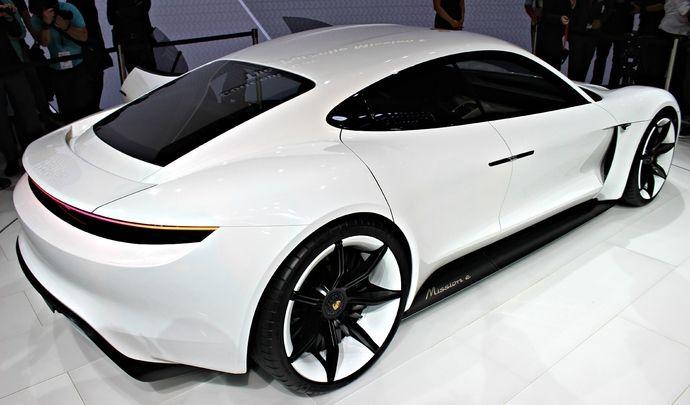Porsche donne quelques détails sur sa berline électrique anti-Tesla