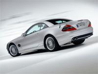 Deux Mercedes à l'abandon. Une mise en scène incroyable!