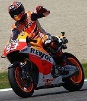 Moto GP - Italie: même bousculé Marc Marquez ne lâche rien