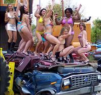 GirlsCrushingCars : 'bonnes' pour la casse !