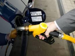 La baisse du prix du baril répercutée à 50% à la pompe
