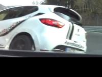 Nürburgring crash : Clio RS vs Nissan GT-R