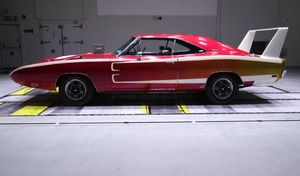Insolite : une Dodge Charger de 1969 face un modèle de 2015 en soufflerie