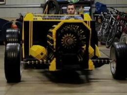 Vidéo : il construit une automobile en Lego !