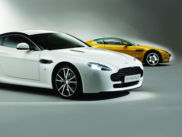 nouvelle aston martin v8 vantage n420 look sportif. Black Bedroom Furniture Sets. Home Design Ideas
