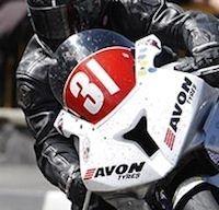 Avon Tyres, seul fabricant présent dans toutes les catégories du Tourist Trophy... mais quasi introuvable en France.