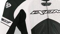 Ixon Famous: Nouveau coloris pour ce blouson résolument racing