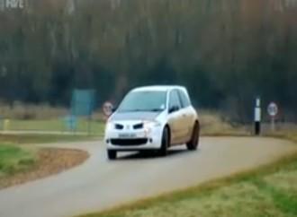Vidéo : La Megane R26 R entre les mains de Tiff Needell (et affrontant une Caterham sur la piste)