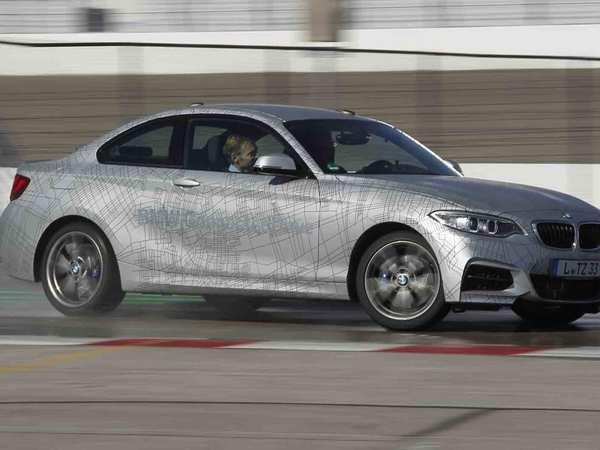 Voici la première voiture autonome qui drifte. C'est une BMW M235i