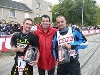 Dark Dog Moto Tour 2009 : Mickael Blaise et Kevin Parrussini, vainqueurs du premier concours de stunt amateur