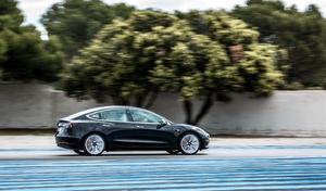 Tesla tente le record du Nürburgring en pleine semaine du salon de Francfort