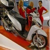 "Salon de Milan 2011: Akrapovic, partenariat avec Yamaha et série ""Anniversary"""