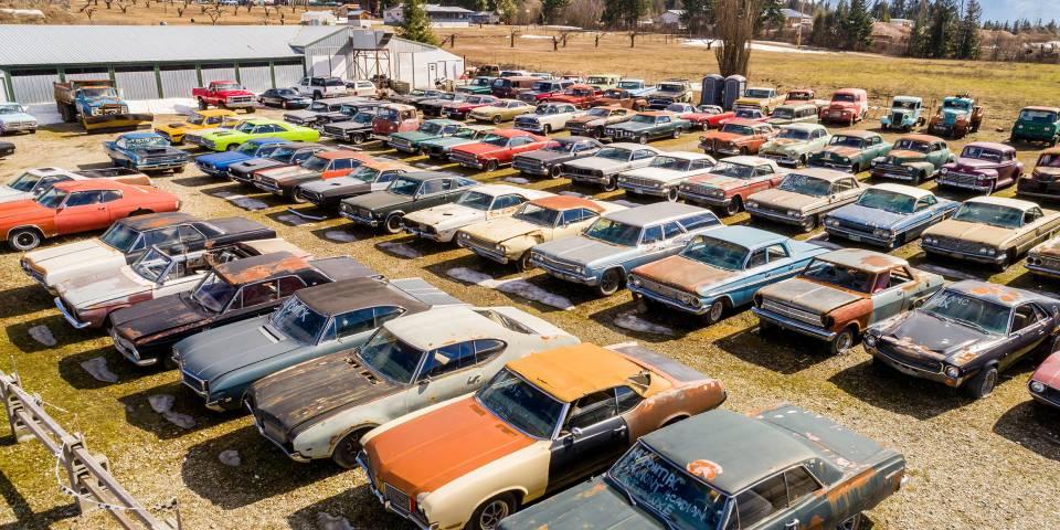 insolite un terrain vendre avec ses 340 voitures anciennes. Black Bedroom Furniture Sets. Home Design Ideas