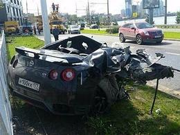 Vidéo : un footballeur explose sa Nissan GT-R à 170 km/h dans un poteau
